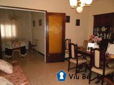 Casa conservada en zona Pere Parres con 4 hab y estudio