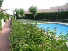 Chalet adosado en residencial con piscina comunitaria