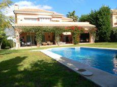 Casa con encanto en Nueva Andaluc�a, amplio jard�n