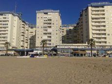 Frente a la playa en Paseo Mar�timo