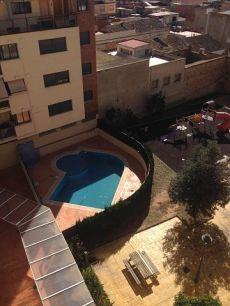 Pisazo seminuevo vacio con garaje, terraza, piscina