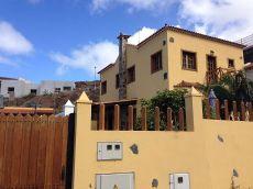 Alquiler de casa con terreno, piscina, garaje, terraza.