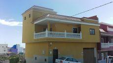 Alquiler de casa con terraza, balc�n, lavadero. Tejina