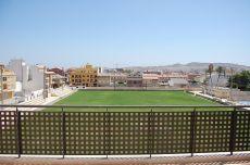 �tico muy luminoso con amplia terraza y vistas, a 8 minutos