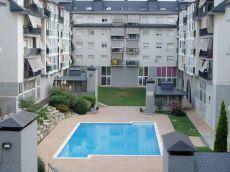 Bonito piso 2 dormitorios amueblado con piscina comunitaria