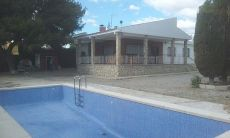 Alquiler chalet reformado con piscina en sol y luz