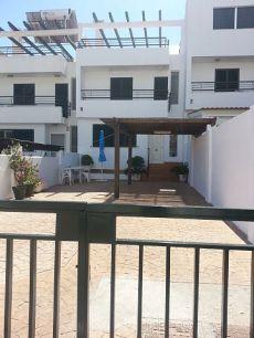 Gran casa moderna,patio delantero 70 metros,piscina comunit