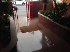 Duplex en vecindario con piscina