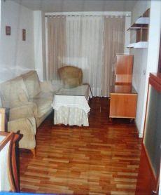 Bonito piso de tres dormitorios con garaje bien amueblado