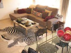 Bonita casa adosada en alquiler. 800 euros mensuales.