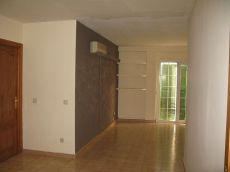 Segundo piso sin ascensor con gran sal�n y cocina.