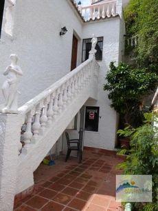 Alquiler casa jardin y terraza Urb. chimenea