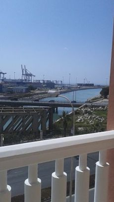 Preciosa vivienda semi amueblada frente al puerto de malaga