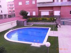 Luminoso piso todo exterior con piscina y plaza de parking