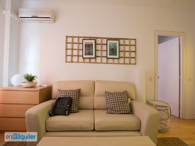 ein zimmer wohnung in geb ude mit aufzug 4791249. Black Bedroom Furniture Sets. Home Design Ideas