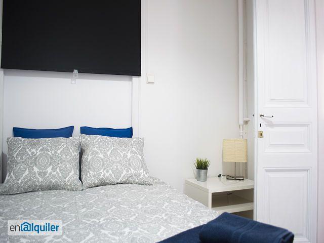 grande pi ce sans fen tre dans gracia 4794266. Black Bedroom Furniture Sets. Home Design Ideas