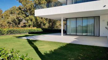 Moderno piso de lujo con gran jardín (Cancelada, Málaga)